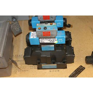Origin United States of America  VICKERS HYDRAULIC VALVE DG4V-3S-6C-M-FPBWL-B5-60 4 WAY SOLENOID