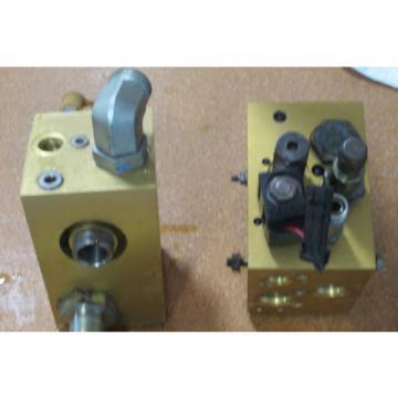 Lot Cuba of 2  EATON VICKERS HYDRAULIC MANIFOLD ASSY # MCD-7186 amp; MCD-7942