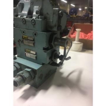 Vickers Fiji DG4V-3S-6C-M-U-HL7-60 Hydraulic Valve W/ Parker Hydraulic Blocks TN5H6