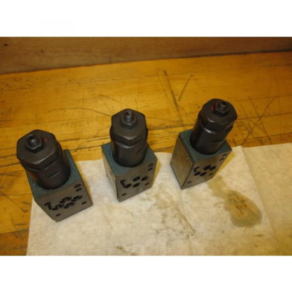 Vickers France DGMX2-3-PP-CW-20-B Hydraulic Valve LOT OF 3 SystemStak Pressure Reducing #9 image