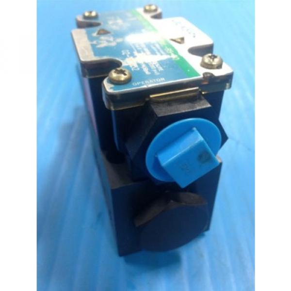USED Gambia  VICKERS DG4V-3S-2A-M-FPA3WL-B5-60 SOLENOID DIRECTIONAL VALVE G2 #4 image