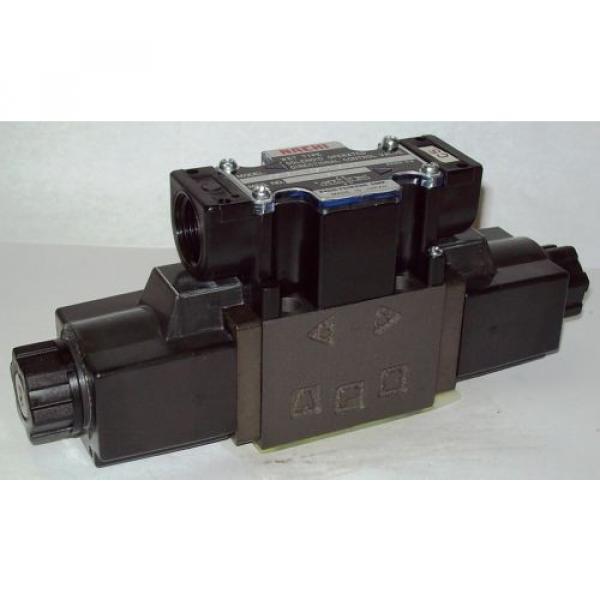 D03 Uzbekistan 4 Way 4/3 Hydraulic Solenoid Valve i/w Vickers DG4V-3-2C-WL-D 230 VAC #1 image
