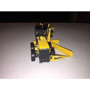 2005 Oman  First Gear Komatsu GD 655 Grader W/plow Diecast Toy Construction