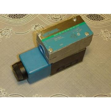 Vickers Botswana  DG4V-3S-2A-M-FW-B5-EN21 Hydraulic Directional Control Valve 02-135355