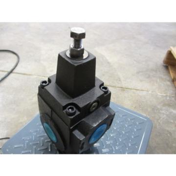 Vickers Malta RT 10 FP1 30 Hydraulic Pressure Control Valve Origin 675028  475-2000psi