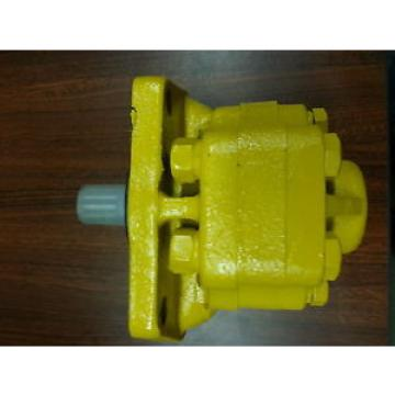 NEW Uruguay  KOMATSU D20-5, D20-6, D20-7 CLUTCH PUMP, DOZER OR LOADER PART# 07421-71401