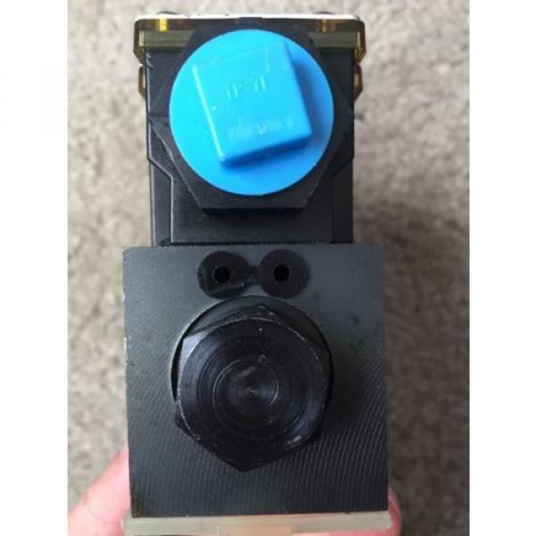 EATON Russia VICKERS DG4V-3S-OBL-M-FW-B5-60 HYDRAULIC DIRECTIONAL VALVE 120 VAC COIL #5 image