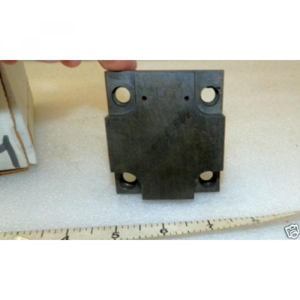 One Gibraltar Replacement Cap for Hydraulic Pump  Vickers 309913 #1 image