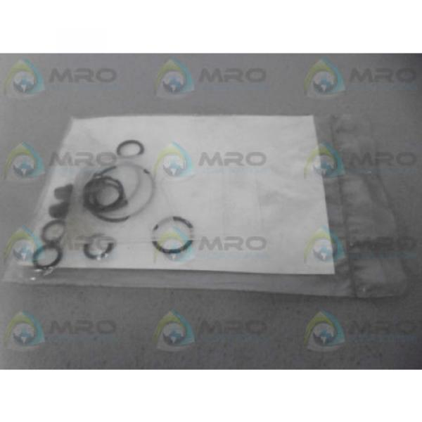 VICKERS Mauritius  920304 SEAL KIT Origin IN FACTORY BAG #2 image